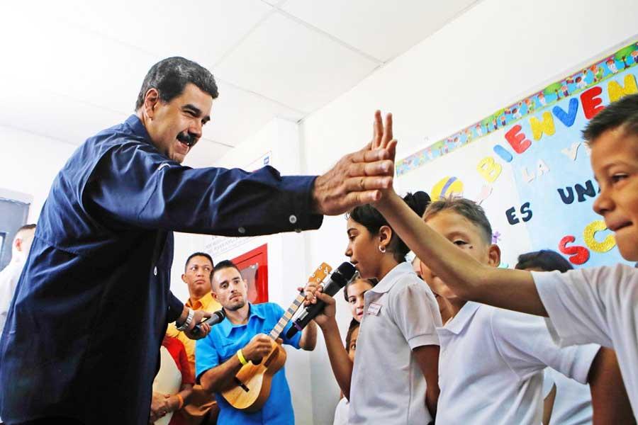 Presidente Maduro celebra Día Mundial de la Educación